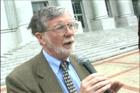 Dr. Malcolm Potts speaking at UC-Berkeley (photo © M. C. Tobias)